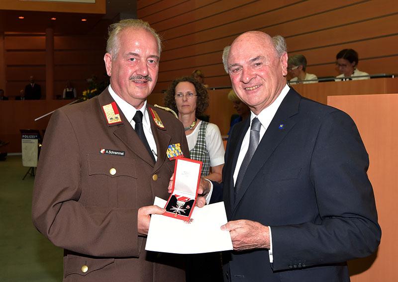 20160623 Silberne Ehrenzeichen für Ehrenbrandrat Aloiis Schrammel Foto: © Presseabteilung NÖ Landeregierung